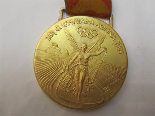 「アテネ五輪競泳女子800m自由形金メダル」
