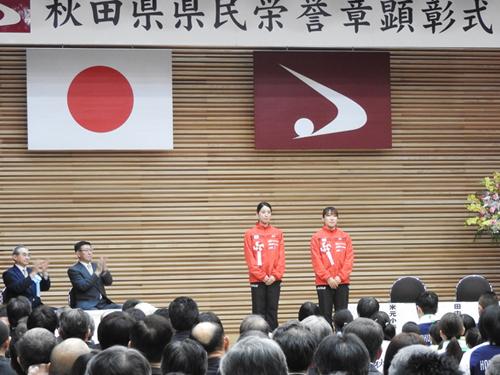 登壇した米元選手(左)と田中選手(右)
