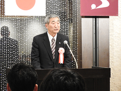 受賞者代表挨拶の成田さん