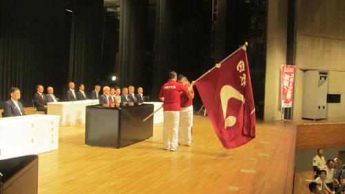 団旗の授与