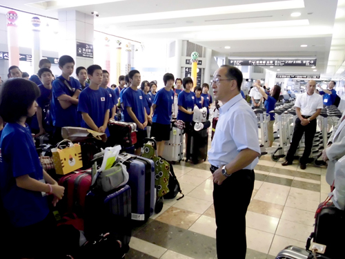 仙台空港での解団式